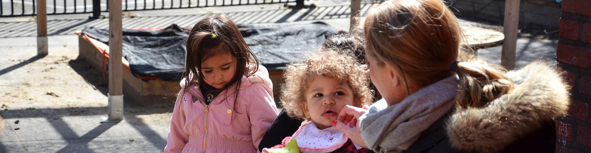 Kinderen en leidster samen