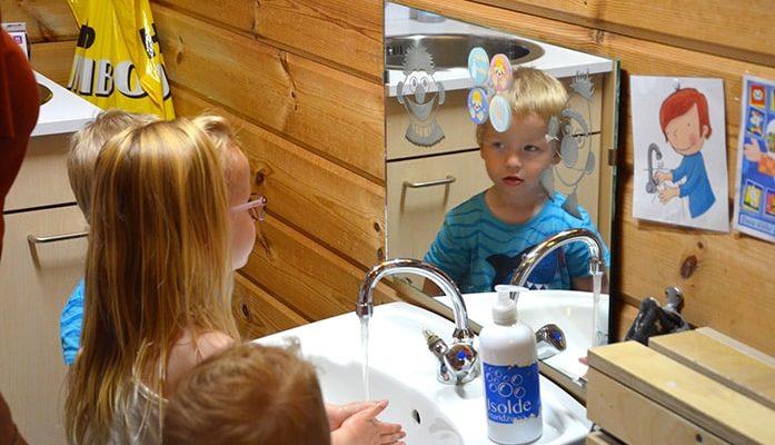 Samen handen wassen
